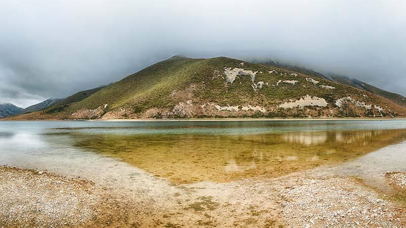 Lyndon lake. Southern Alps. Arthurs Pass. New Zealand